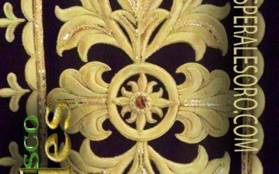 Detalle de bordado en oro