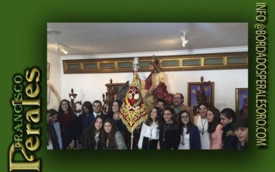 Banderín bordado para el grupo joven de La Borriquita de La Puebla de Cazalla, Sevilla