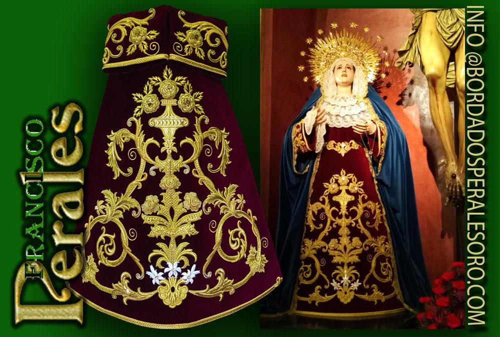 Estreno de saya bordada para la Semana Santa de Sevilla.