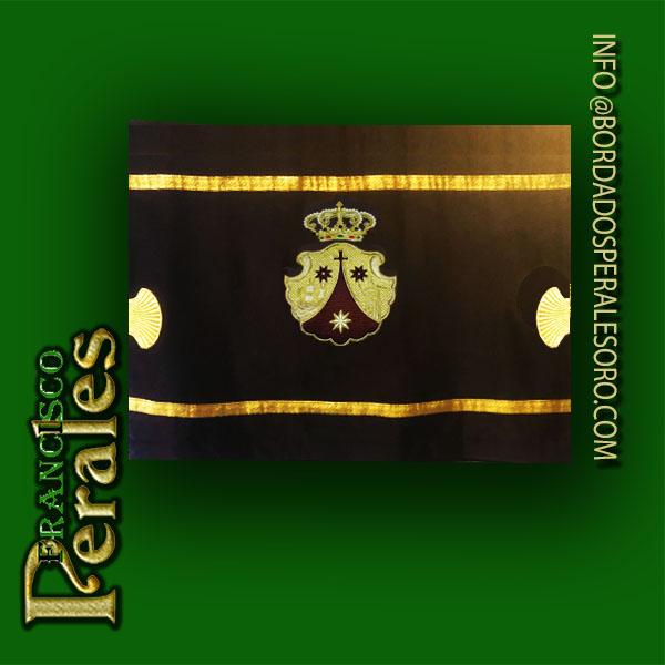 NOVEDAD- Escudo y broches para vestidura de mesa.