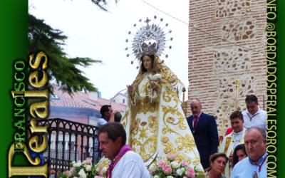Manto bordado para Nuestra Señora del Rosario de Alalpardo en Madrid.
