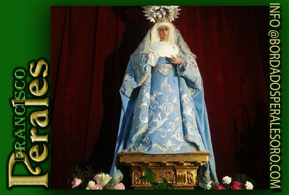 Manto bordado para la Hermandad y Cofradía de María Santísima de la Soledad Coronada y Sagrado Descendimiento de Nuestro Señor Jesucristo de Henares en Madrid.