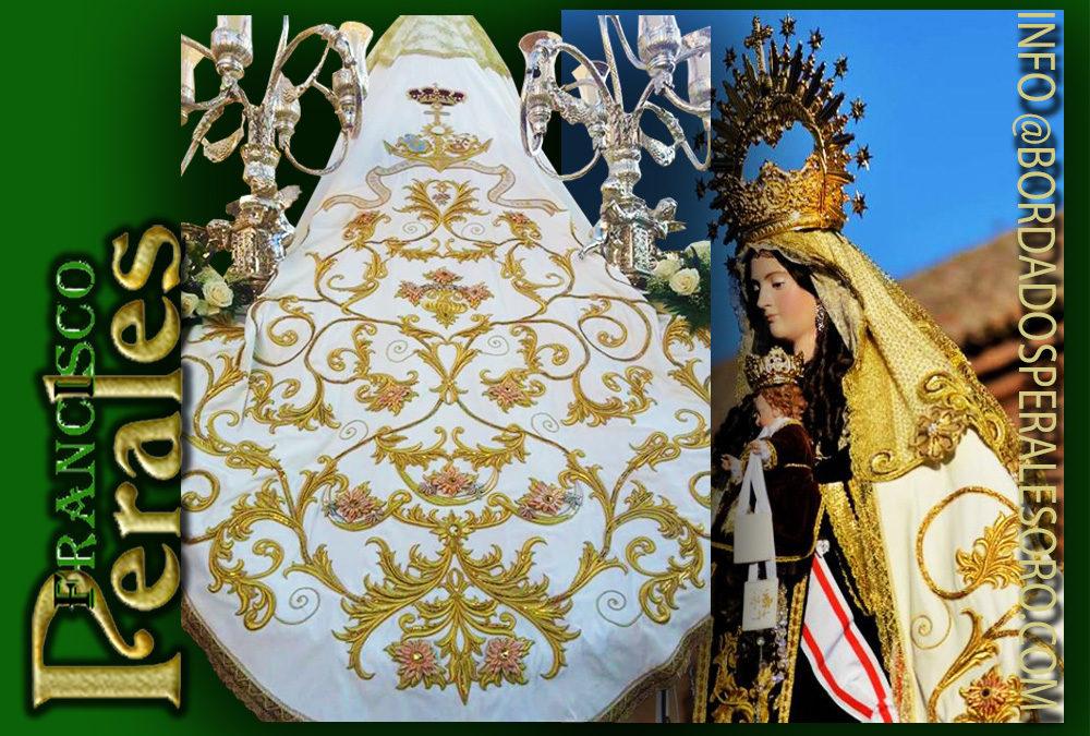 Manto bordado para Nuestra Señora Virgen del Carmen de Alcalá de Henares en Madrid.