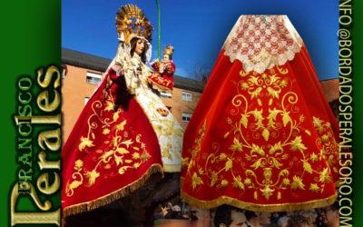 Manto bordado a mano en hilo de oro fino para Nuestra Señora de la Paz de Alcobendas.