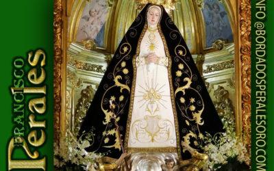 Manto bordado a mano con hilo de oro fino para Nuestra Señora de la Soledad de Arganda del Rey.