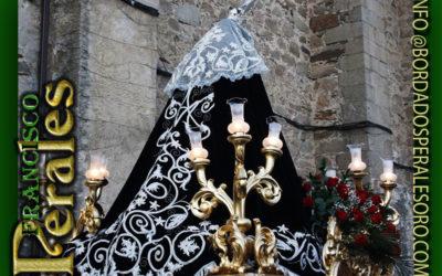 Manto bordado para Nuestra Señora de la Soledad de Casatejada en Cáceres.