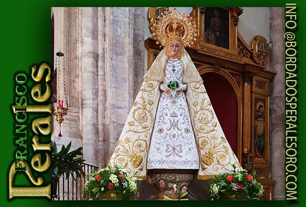 Manto bordado para Nuestra Señora la Virgen de Gracia, patrona de Chinchón en Madrid.