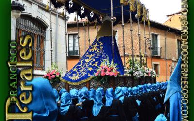 Manto bordado para la Virgen de la Pasión de la Cofradía del Santo Cristo de la Bienaventuranza de León.