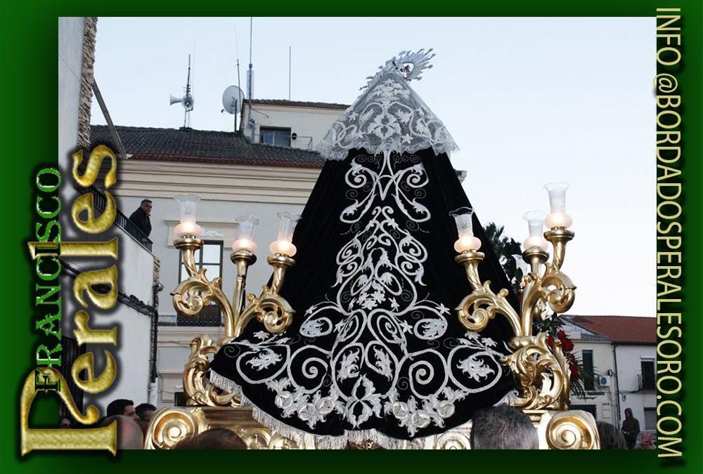 Toca bordado realizada para Nuestra Señora de la Soledad de Casatejada en Cáceres.