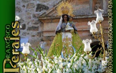Manto bordado para Nuestra Señora Del Villar de Villarrubio en Cuenca.