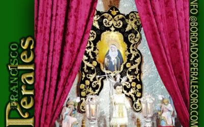 Simpecado bordado para la Hermandad de Nuestra Señora de los Dolores de Aljaraque en Huelva.
