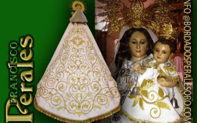 Manto bordado a mano para la Hermandad Nuestra Señora Del Villar de Villarrubio en Cuenca.
